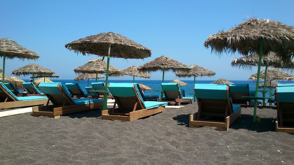 santorini-perissa-beach-1