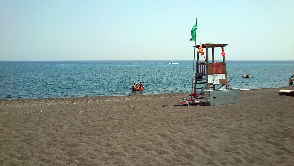 santorini-perissa-beach-2