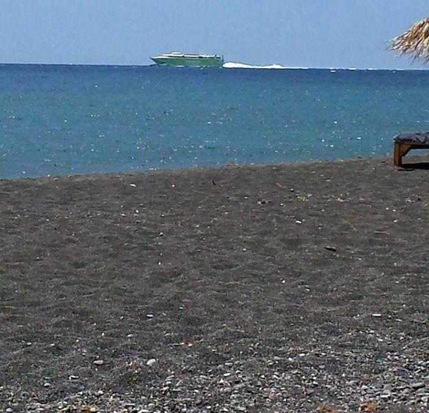 santorini-perissa-beach-3